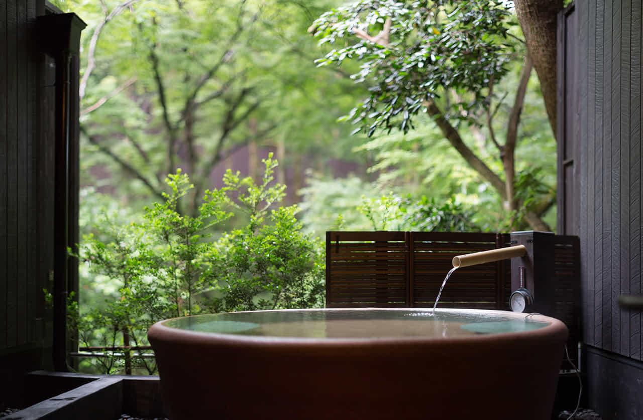 趣のある部屋付きの露天風呂