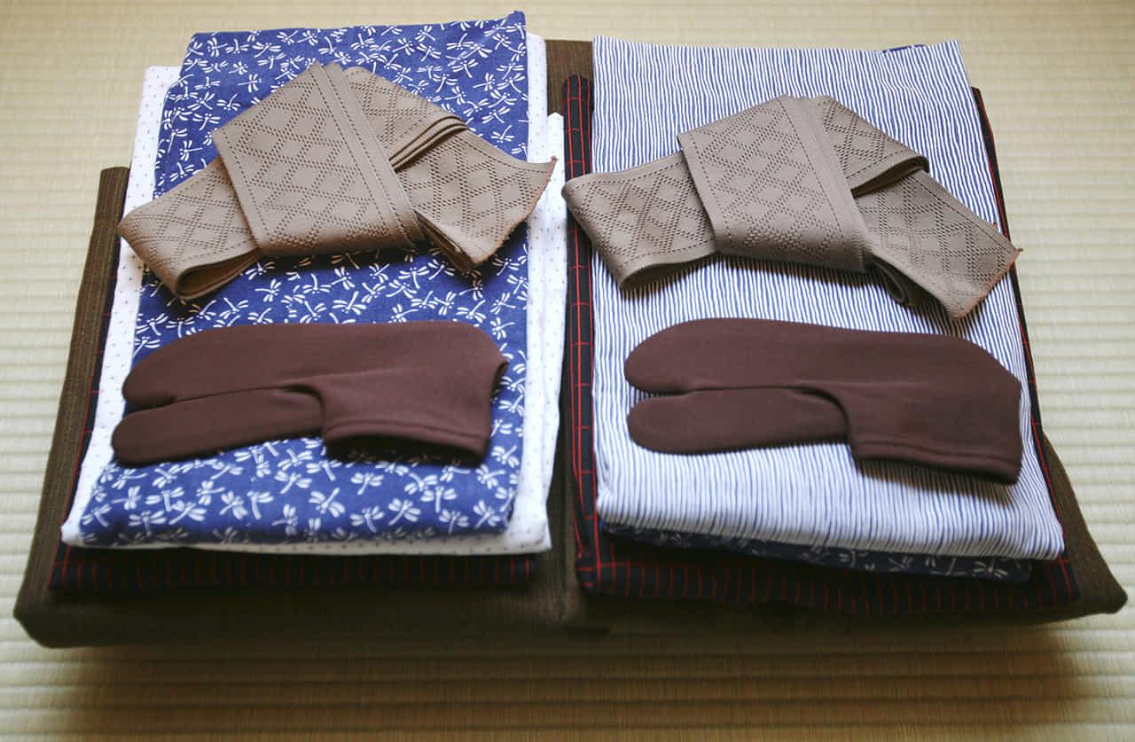 折りたたまれた2組の浴衣セット
