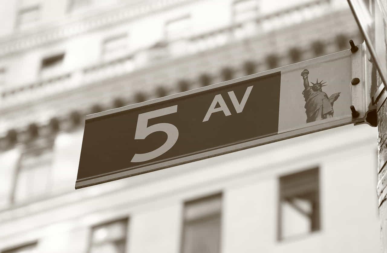 ニューヨークの五番街の標識